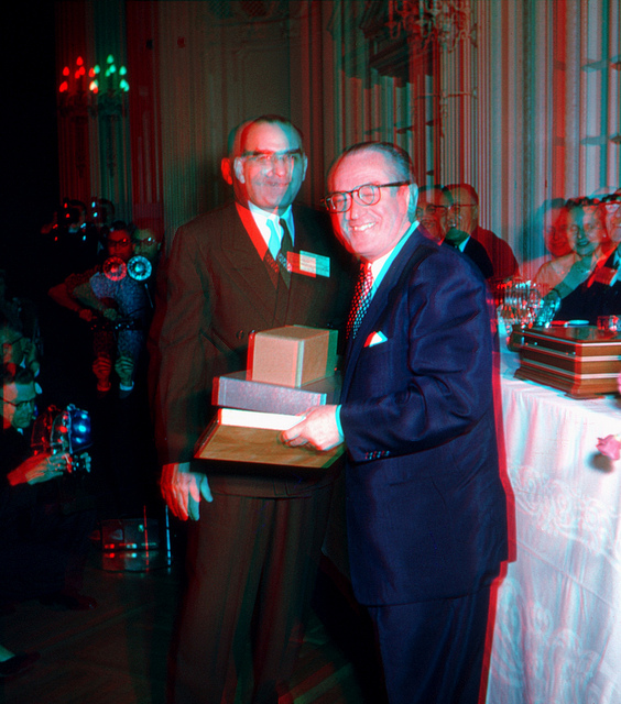 3d photo of harold lloyd at the stereo realist awards in boston, 1955
