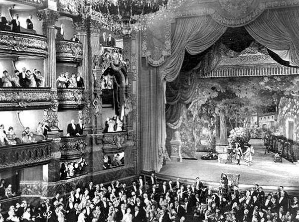 Phantom of the Opera set on Stage 28, courtesy thestudiotour.com