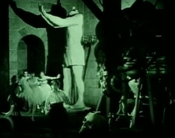 screen capture from the 1925 version, includes bonus Snitz Edwards