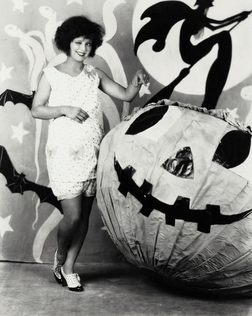 Halloween Cheesecake: Clara Bow and Esther Ralston
