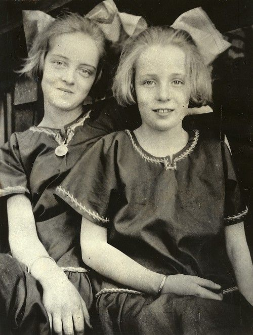 bette-davis-and-sister